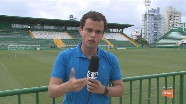 Moisés Ribeiro sofre fratura na vértebra e vira desfalque na Chapecoense