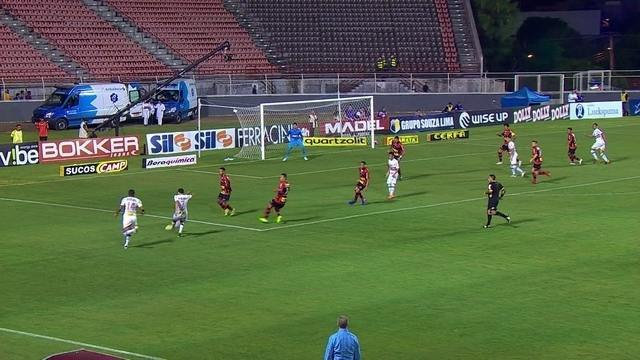São Paulo abusa dos cruzamentos nos primeiros minutos do jogo contra o Ituano
