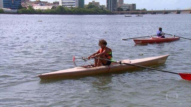 Projeto no Recife usa o remo para exaltar e conservar natureza vista nos rios
