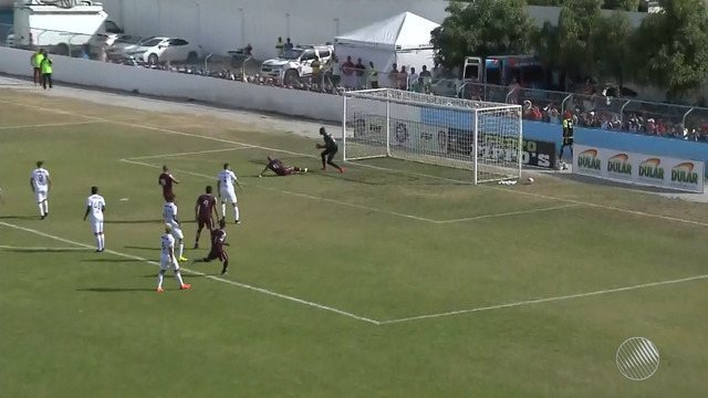 Após apagão no estádio, Vitória vence o Jacuipense e assume a vice-liderança do Baianão