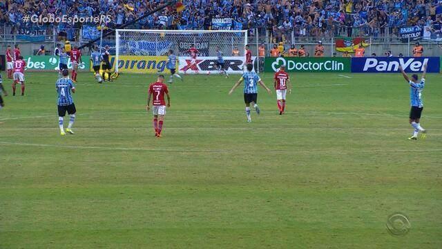 """Com """"calorão"""" na Arena, Grêmio vence clássico contra Inter por 3 a 0"""