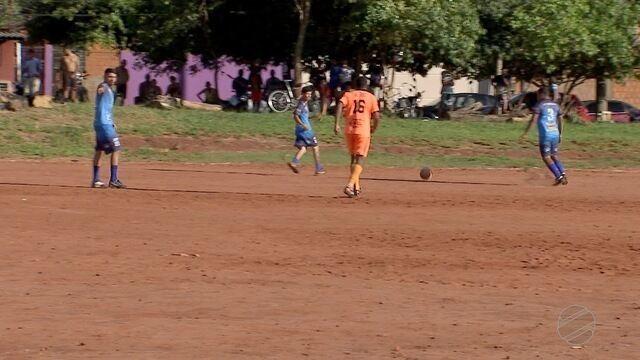 Moradores do jardim Talismã participam de campeonato amador de futebol
