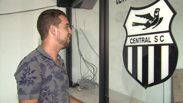 Em Caruaru, torcedor do Central faz questão de mostrar o amor pela Patativa