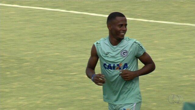 Carlos Eduardo comenta boa fase antes da semifinal do Campeonato Goiano