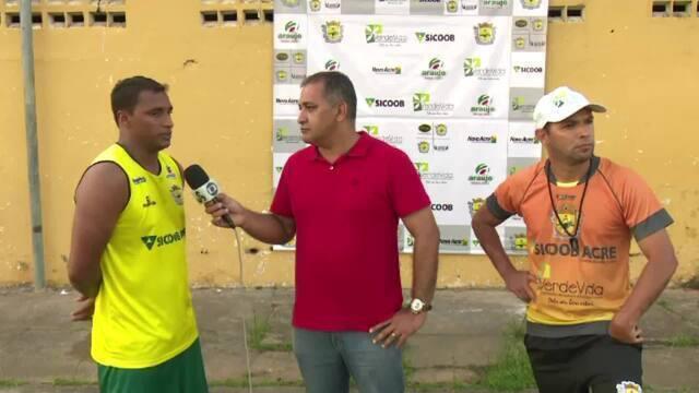 Atacante Doka Madureira volta ao Acre e treina no Galvez para manter forma física