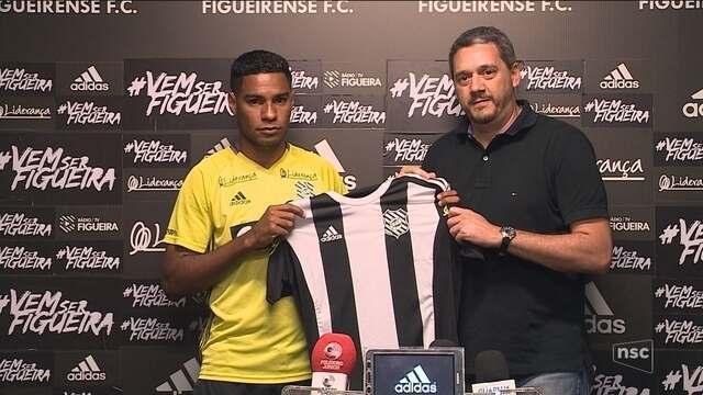 Daniel Costa é apresentado no Figueirense e elogia grupo: ''grande equipe''