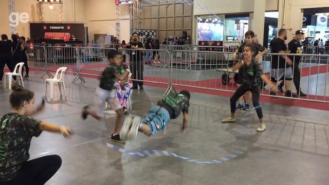 Jump Rope: criançada tira onda pulando corda no Arnold Festival