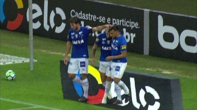 Gol do Cruzeiro! Robinho escora para Arrascaeta que dribla marcador e marca aos 40 do 2º