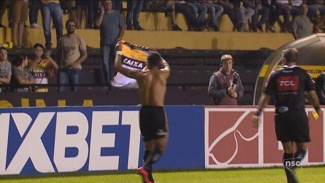 Com golaços de Elvis e Alex Maranhão, Criciúma vira sobre o Londrina e respira na Série B