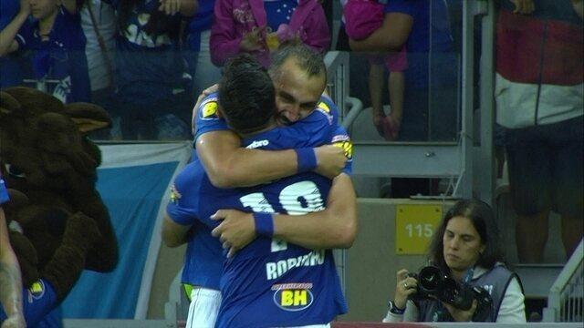 Os gols de Cruzeiro 2 x 1 Atlético-PR pela 14ª rodada do Campeonato Brasileiro