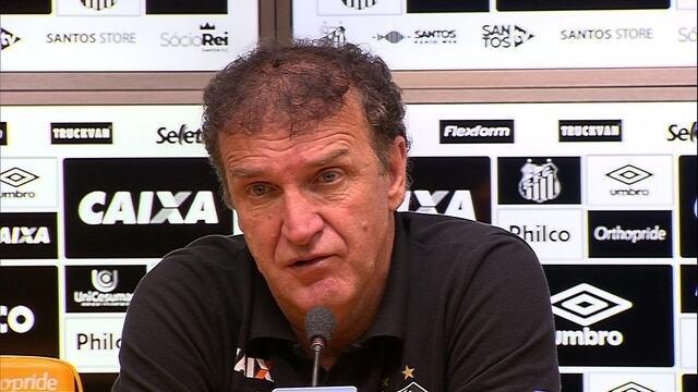 Cuca concede entrevista coletiva após vitória do Santos sobre o Sport, pelo Brasileiro