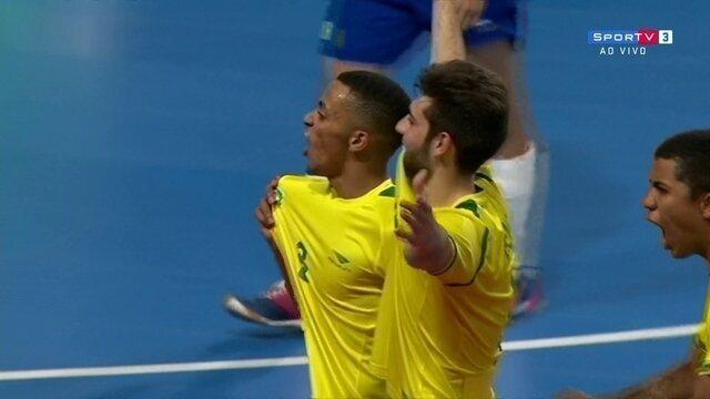 Gol do Brasil! Neguinho cobra escanteio, e Breno marca