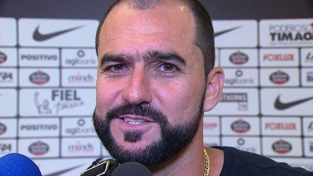 """""""Nada é fácil no Corinthians; lá em cima também é assim"""", afirma Danilo"""
