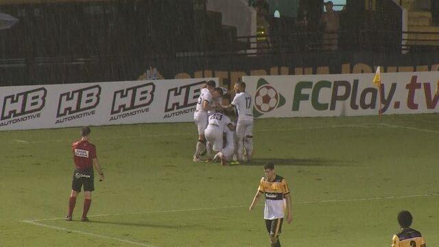 Brunetti cruza, e Yuri finaliza para fazer o gol do Figueirense