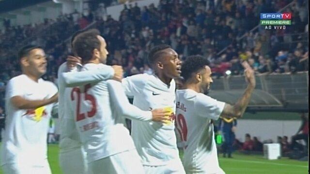 Claudinho aproveita rebote de Denis e amplia para o Bragantino aos 48 do 2º tempo