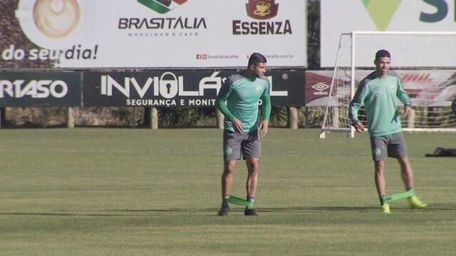 Novo reforço da Chape, zagueiro Maurício Ramos realiza primeiro treino com o grupo