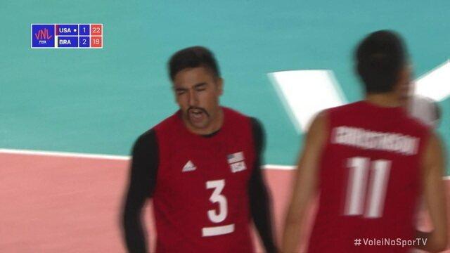 Melhores momentos: Estados Unidos 3 x 2 Brasil pela semifinal da Liga das Nações de vôlei masculino