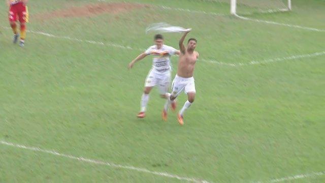Gol do Brusque! Fio marca contra o Juazeirense