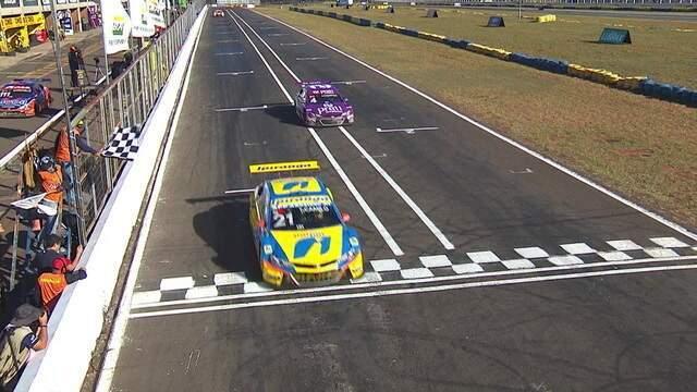 Thiago Camilo vence a primeira corrida da Stock Car em Campo Grande