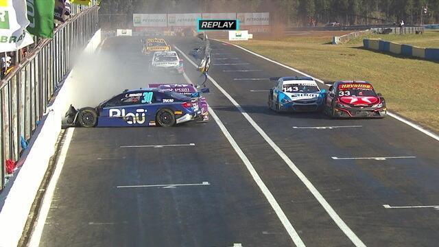Batida forte entre Cesar Ramos e Valdeno Brito na etapa de Campo Grande da Stock Car