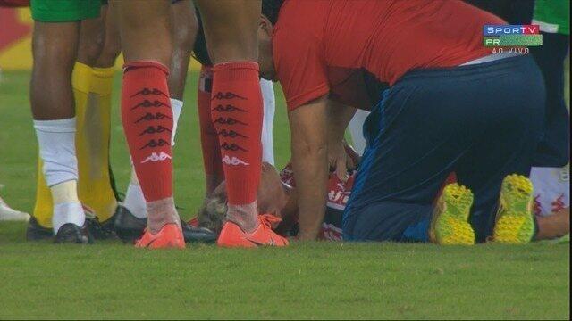 Felipe Saraiva sofre entrada forte de Anderson Conceição e tem de deixar o campo