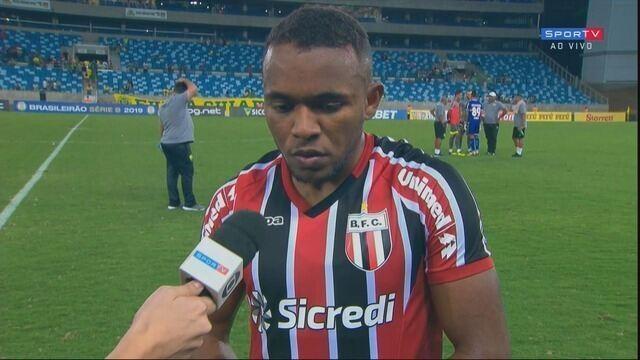 O alteral-esquerdo do Botafogo, Pará, fala sobre a derrota para o Cuiabá
