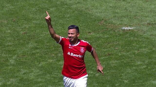 Agora sim! Gol do Inter! No escanteio, Guerrero cabeceia, Moledo desvia e Lindoso empurra para o gol, aos 39' do 2º tempo