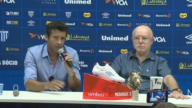 A caminho do Botafogo, Alberto Valentim anuncia saída do Avaí; veja coletiva