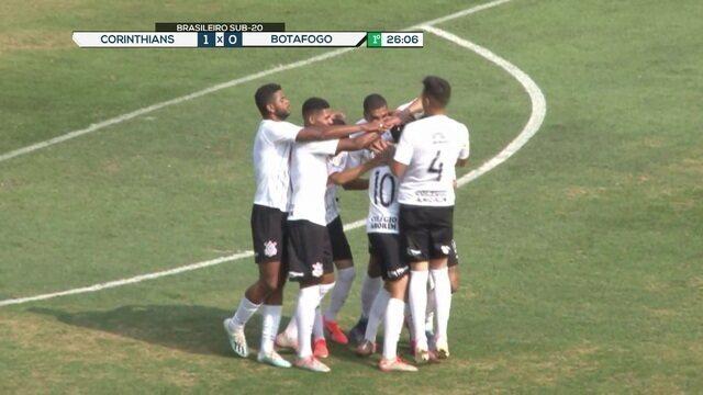 Gol do Corinthians! Após bola alçada na área, Gabriel Pereira abre o placar, aos 25' do 1º tempo