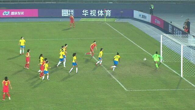 Ma Jun cabecea a bola desvia na Daiane a passa perto. 12' do 2ºT.