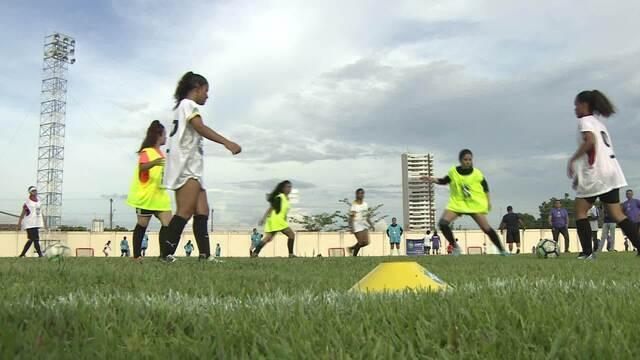 Mais de 100 jogadoras de futebol participam de Seletiva de Clubes, promovida pela CBF