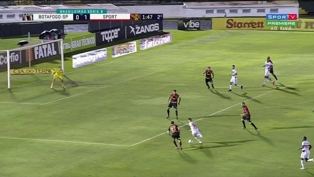 No primeiro minuto do segundo tempo, Felipe Saraíva quase marca para o Botafogo-SP