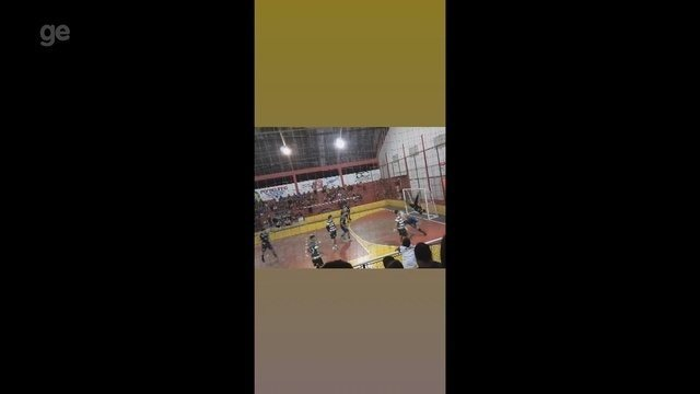 Goleiro faz defesa com movimento de capoeira em Copa de Handebol no interior do Acre