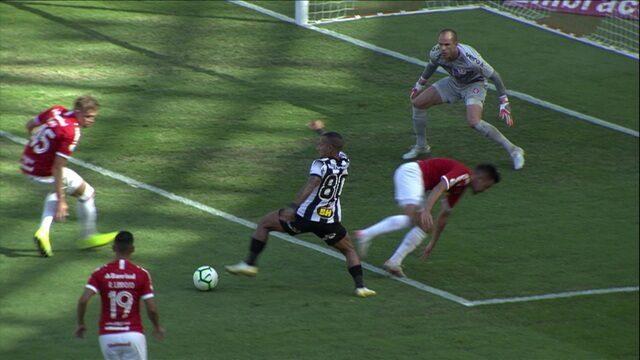Gol do Atlético MG! Otero dá um drible curto no marcador e finaliza forte. 5' do 1ºT.