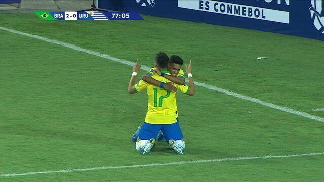 Gol do Brasil! Pepê recebe lançamento de Matheus Henrique e encobre o goleiro, aos 32' do 2º tempo