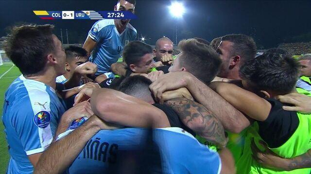 Gol do Uruguai! Após bobeada da defesa colombiana, Juan Ramírez abre o placar, aos 27' do 1º T
