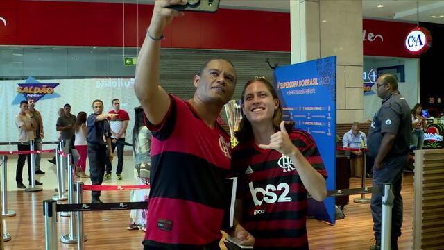 Sósia de Filipe Luís rouba a cena em Brasília e ganha chance como profissional