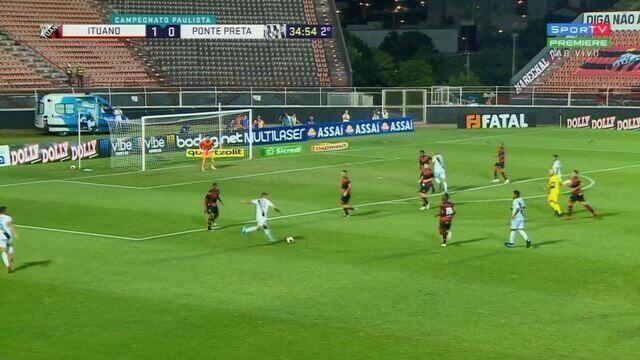 Safira bate para o gol e Pegorari faz a defesa em dois tempos aos 34' do 2º.