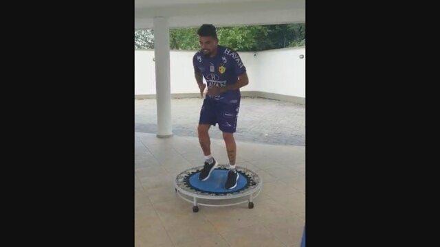 Goleiro Zé Carlos aprimora a parte física