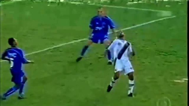Em 1999, Viola faz belo gol de bicicleta para o Vasco contra o Cruzeiro