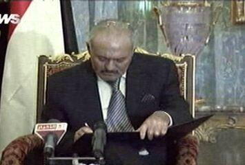 * Presidente do Iêmen assina acordo com oposição para deixar o poder.