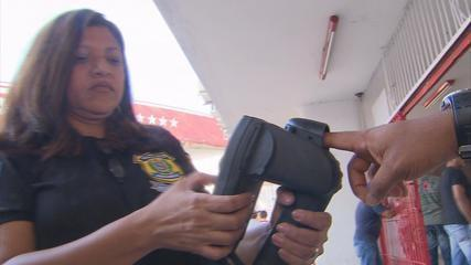 Police in Recife test biometric identification device on Saturday 04 February 2012 at the Aflitos Stadium in Recife