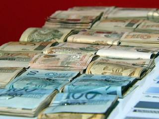 Sao Paulo siblings try to bribe police with R$15,000 reals in cash but were arrested instead.