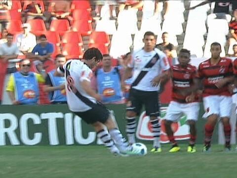 c158ae3b6d Vasco e Fla empataram nos dois confrontos do Brasileirão de 2011. Os  cruz-maltinos brigavam ponto a ponto com o Corinthians pelo título e foram  prejudicados ...