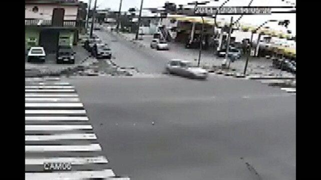 Criança cai de carro em movimento no litoral do Paraná