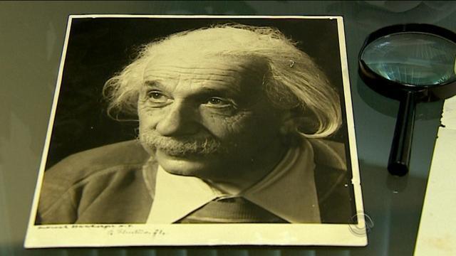 Carta escrita por Albert Einstein é encontrada em colégio de Porto Alegre