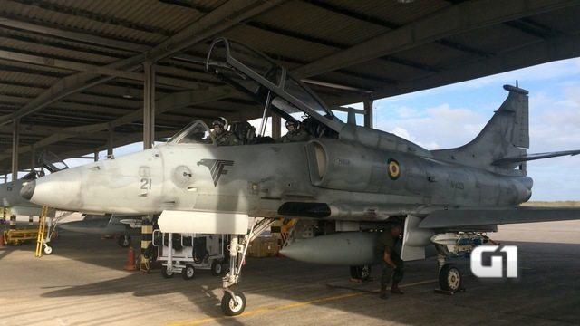 Marinha recebe caça modernizado e realiza treinamento em Natal