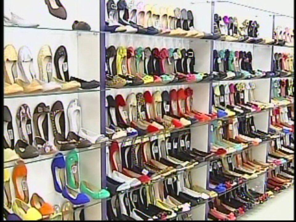 052cf357dd76e Mulheres vão às compras na capital do calçado feminino em Jaú, SP - G1  Bauru/ Marília - TEM Noticias 1ª Edição - Catálogo de Vídeos