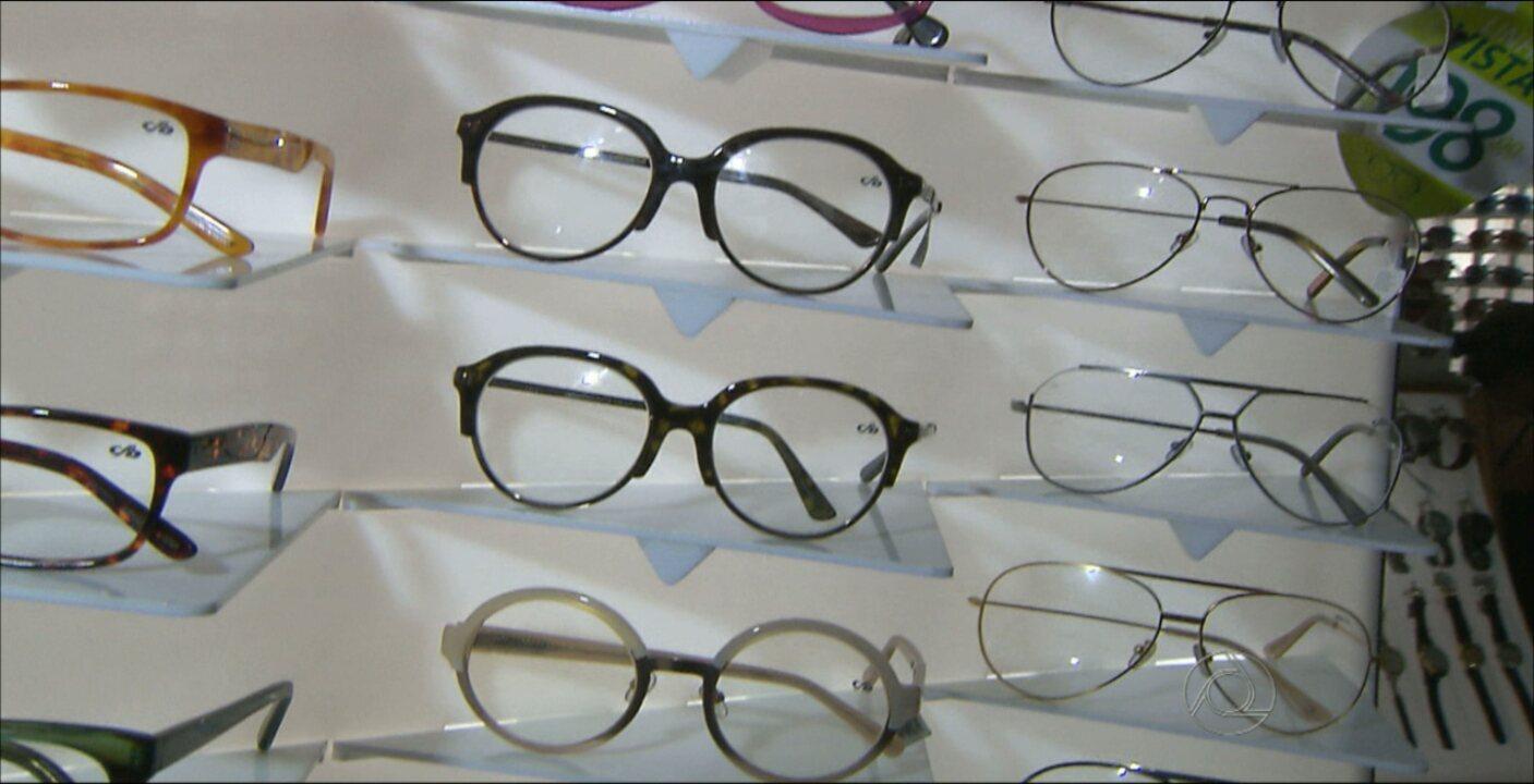 9a8700fb7 Óculos sem grau viraram moda, mas cuidados são necessários - G1 Paraíba -  JPB 1ª Edição - Catálogo de Vídeos