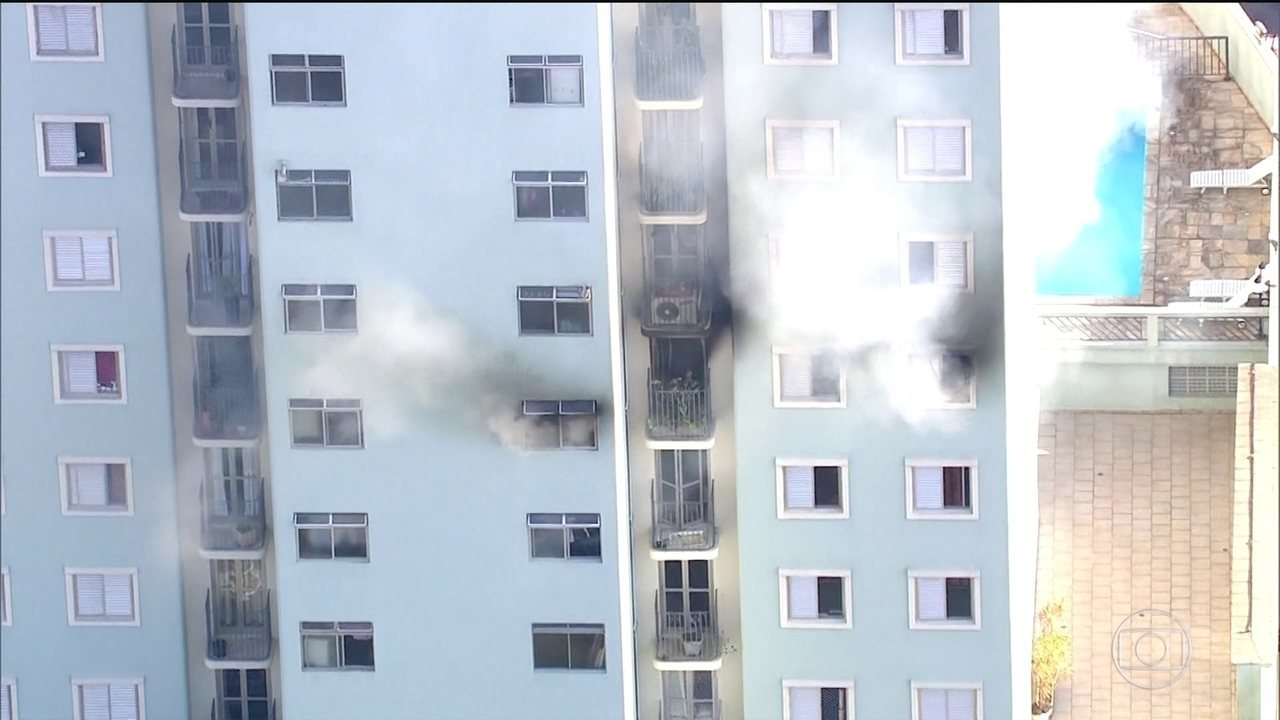 Aparador Colonial De Madeira ~ Bombeiros combatem inc u00eandio em prédio na Zona Norte de SP S u00e3o Paulo G1